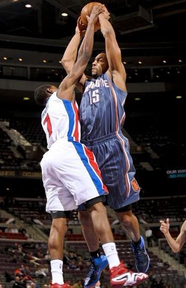 亨德森/图文:[NBA]活塞胜山猫 亨德森遭盖帽