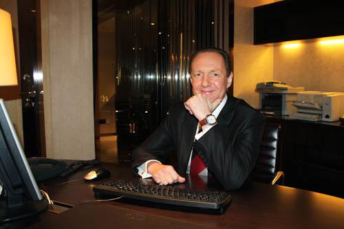 Mr.Uwe Guemmer