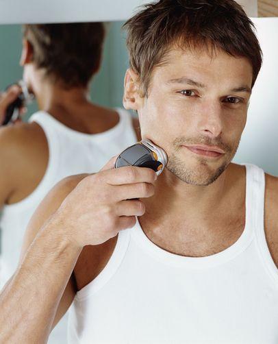 忌讳从不同方向刮胡须
