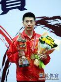 图文:亚锦赛男单颁奖仪式 马龙幸福微笑