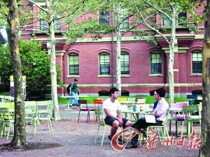 图为哈佛大学校园。(图片来源:广州日报)
