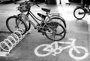 业主呼吁建立小区自行车停放点(图)