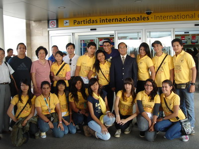 王卫/2012年2月29日下午,厄瓜多尔瓜亚基尔市国际机场里热闹非凡,...