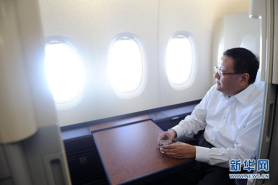 刘长乐 姜昆/3月2日,全国政协委员、凤凰卫视董事局主席刘长乐在南航A380...