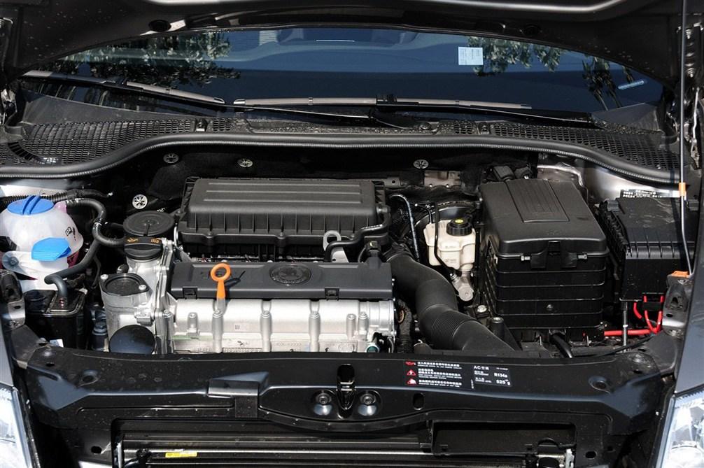6l at 逸杰版; 明锐发动机局部特写;       省油平顺的紧凑级车型