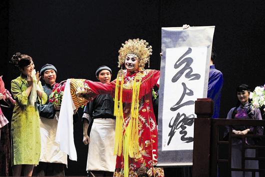 林摄 叶茂/楚天都市报讯图为:六京节,《水上灯》演出记者叶茂林摄