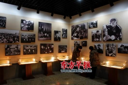 雷锋/抚顺市雷锋纪念馆内部展示有雷锋各时期照片。