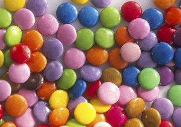 没找到蓝色天然色素,蓝色巧克力豆将消失一段时间.-英国 雀巢宣
