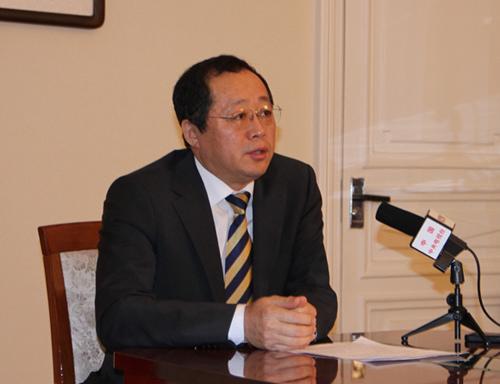 张志强副总领事就爆炸事件向媒体做通报