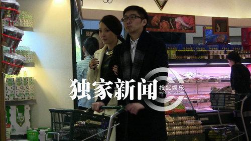 陈数生活事业两不误 陪老公浪漫逛超市(图)