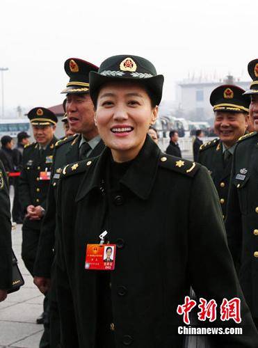 全国人大代表、志愿者谭晶中新社 王中举摄