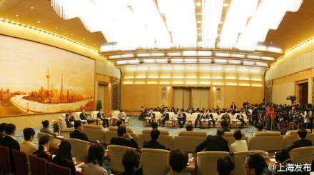 在人民大会堂上海厅举行,这次会议向采访