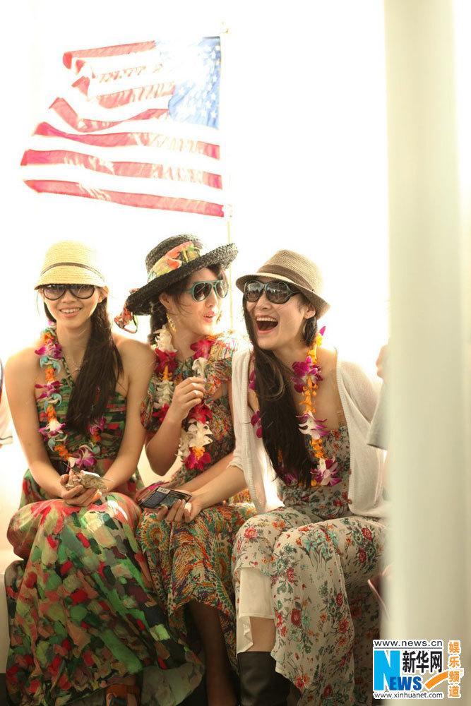 中国 夏威夷/世姐佳丽夏威夷写真吊带纱裙演绎波西米亚风情(组图)