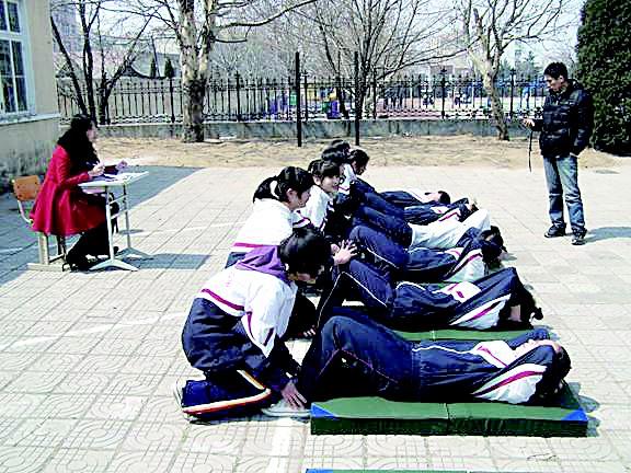 2月29日,太原市教育局发出通知:2012年初中阶段学业体育考试,成绩每项图片