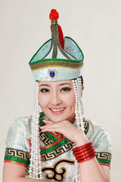 歌手格格丰满_三八妇女节来临之际,蒙古族青年女歌手格格除了紧张的筹备自己的新