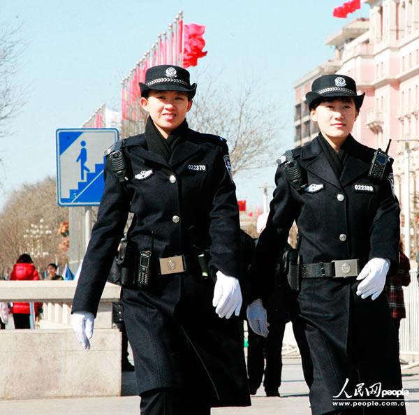 服务两会安保的北京女警(组图)