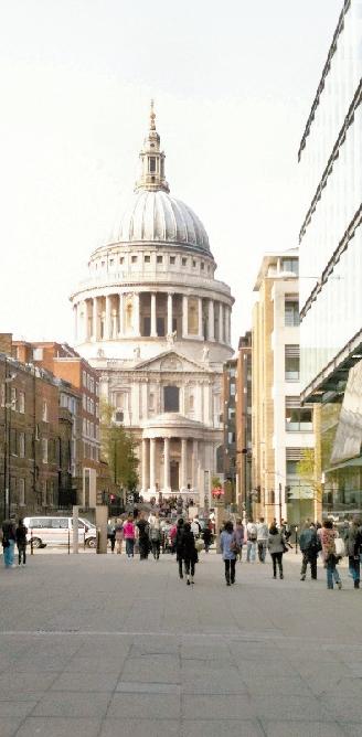 伦敦街头圣保罗大教堂前 方晨岑