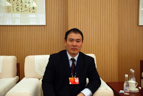 全国人大代表,湛江鸿智电器有限公司总经理宋亚养做客人民网(记者杨乐