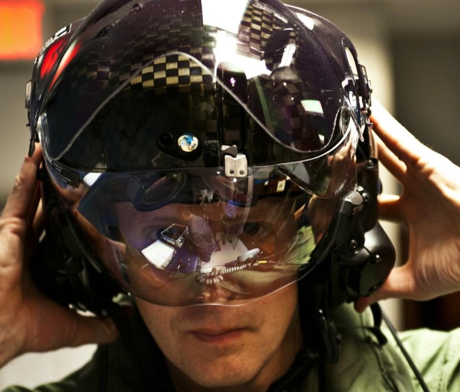 f35战机的头盔很先进--中国广播网(组图)