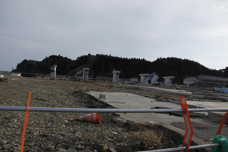 """在我眼里,日本大地震后的灾区,仍然可以用""""满目苍夷""""四个字来形容。一些日本人也沮丧地说,现在,不要提""""复兴"""",先搞""""复旧""""吧。记者 蒋丰摄"""