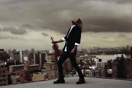 小提琴家戴维・嘉雷特(David-Garrett)一副摇滚乐手的打扮