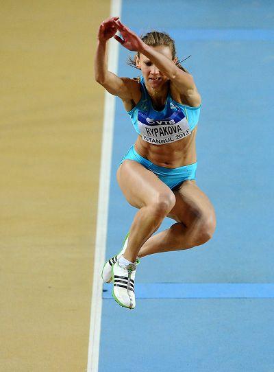 三级跳怎么跳_图文:室内世锦赛女子三级跳 莱帕科娃纵身一跃