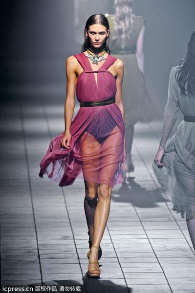 普通时装模特身高一般在168-173厘米.