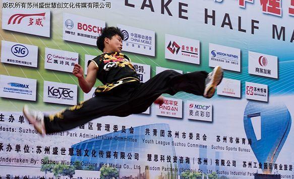 苏州半程马拉松赛_图文:苏州半程马拉松赛获奖作品 飞跃-搜狐体育
