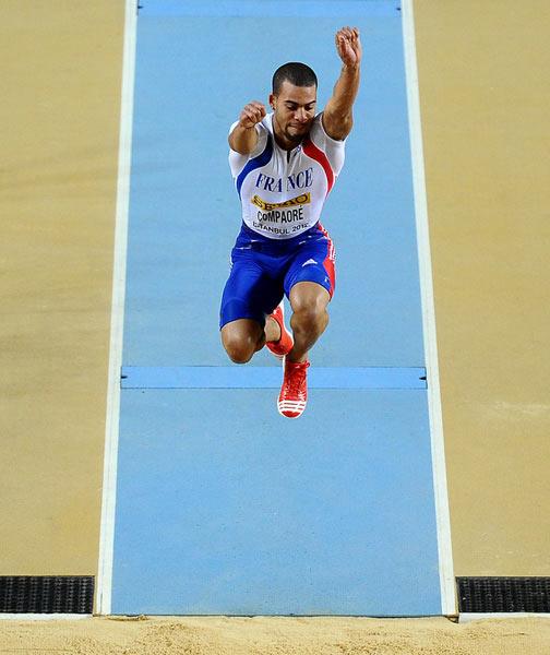 男子三级跳_图文:男子三级跳远资格赛 c-本杰明跳跃瞬间