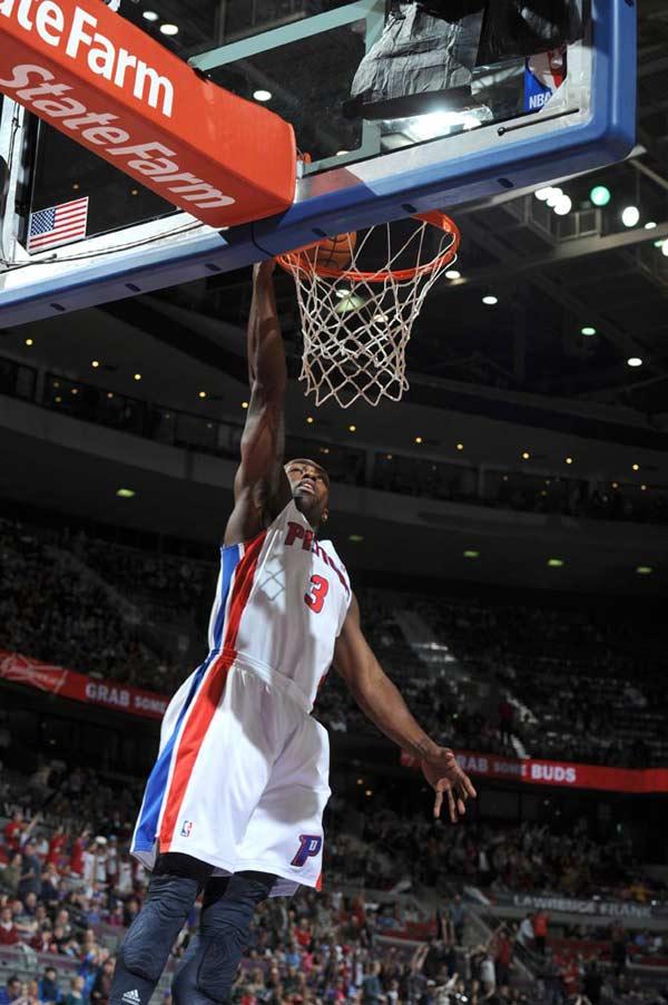 湖人vs猛龙12月9_图文:[NBA]活塞105-86猛龙 斯塔基上篮-搜狐体育