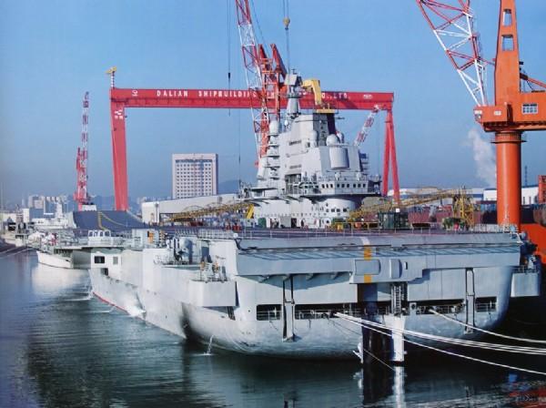 环球网国际消息:台湾NOWnews报道,中国大陆全国人大代表、海军副司令员徐洪猛,8日在两会第2次全体会议上表示,大陆第1艘航空母舰「瓦雅格号」,将有计划在今年入役。