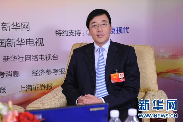 图为全国人大代表邓中翰接受新华网 中国政府网专访 陈竞超