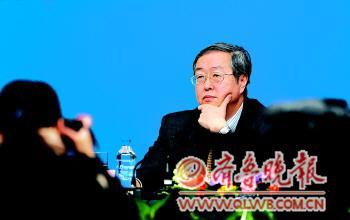 中国人民银行行长周小川答记者问。新华社发