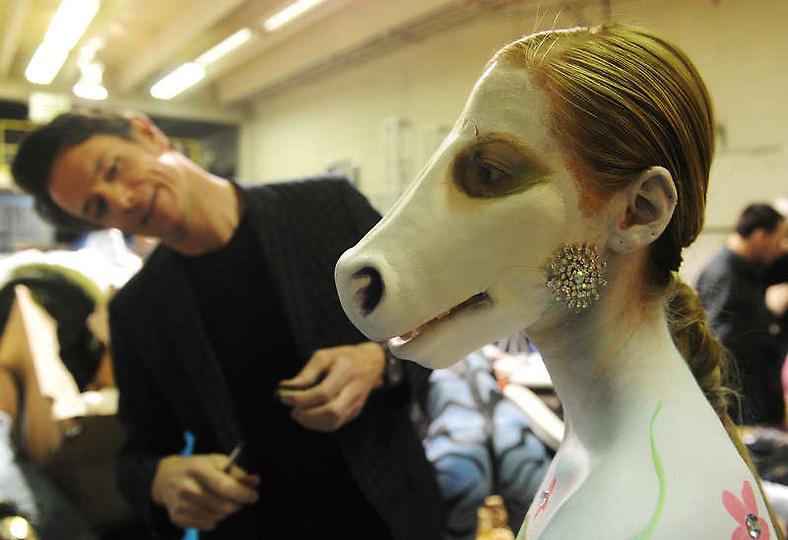 美国rtys_美国大胆时装秀上演另类人体艺术_首页小图_中国广播网