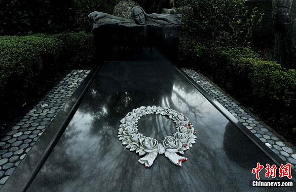 探访邓丽君墓地