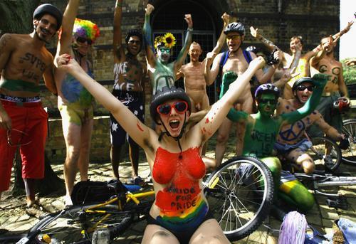 全球多国热捧裸体骑车活动 回归自然呼吁绿色出行(组图)