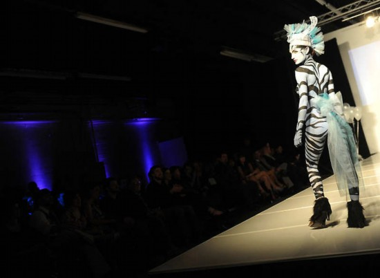 美国rtys_美国大胆时装秀上演另类人体艺术(组图)