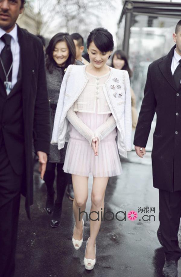 华语女明星看秀如作秀 穿衣有够夸!从纽约至巴