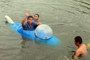 潜艇试航。