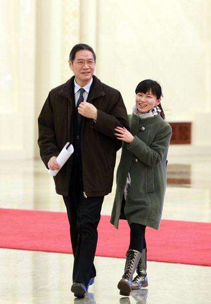 """中国女外交部部长_你跑我追 女记者两会""""出奇招""""邀访多位部长_焦点图_中国广播 ..."""