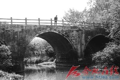 根据设计图纸,在城西桥古桥的东侧10米处,将新建一座长30米,宽9米