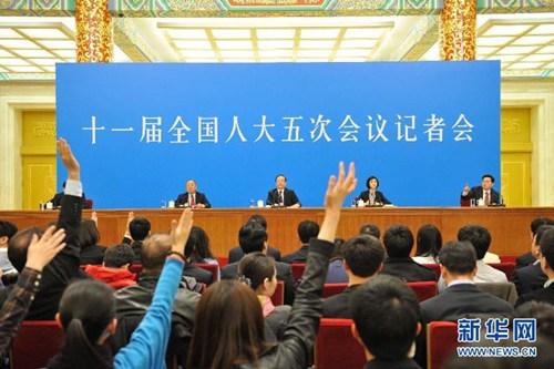 3月14日,国务院总理温家宝在北京人民大会堂与中外记者见面,并回答记者提问。 新华社记者 黄敬文摄