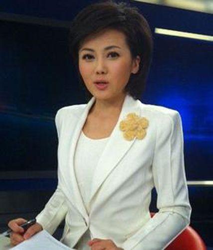 中文国际主持_柴璐,cctv中文国际频道《海峡两岸》,cctv新闻频道改版后的《新闻30分
