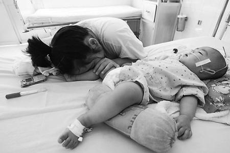 越南手足口病患儿资料图