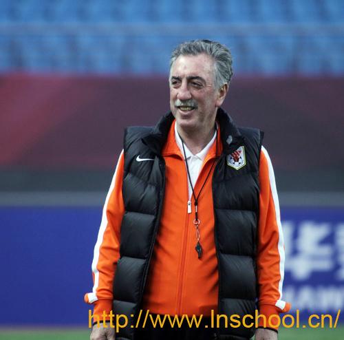 鲁能足校葡萄牙著名青训专家巴博萨少儿足球