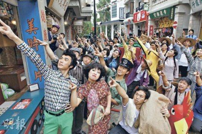 """海洋公园新景点""""香港老大街""""14日开幕,以1950至70年代的香港为主题,耗资逾千万港币,除了复古的建筑物外,演艺人员亦打扮成昔日的""""老街坊""""。"""