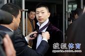 图文:国乒出征多特蒙德世乒赛 马龙望向哪里