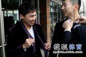 图文:国乒出征多特蒙德世乒赛 马龙笑得开心