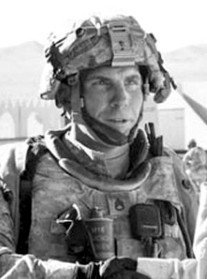 涉嫌在阿富汗枪杀16名平民的美军士兵姓名和照片16日曝光。当天晚些时候,美国军方证实涉案士兵姓名,确认其已抵达美国堪萨斯州一座基地。