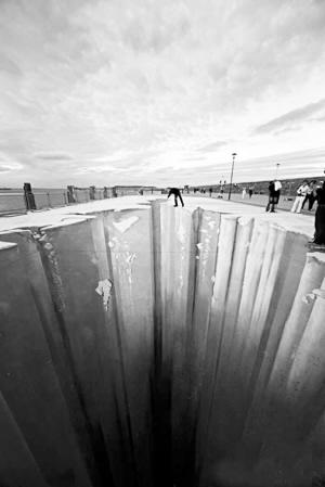 这个场景出现在爱尔兰都柏林郡东南部的邓莱利,主题为冰隙。